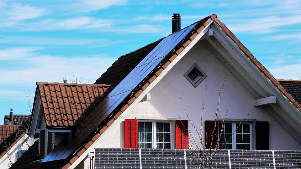 Raport CEER dotyczący regulacyjnych aspektów produkcji energii na własne potrzeby i Wspólnot Energetycznych